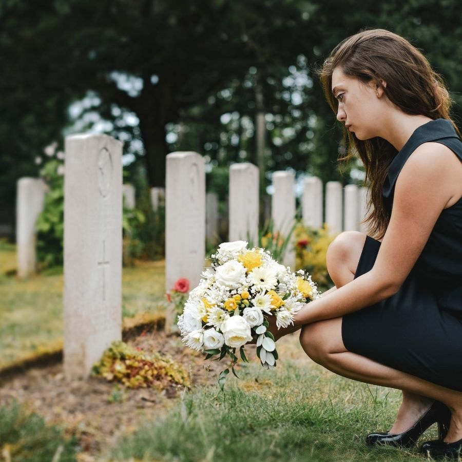 Corona funerale: come consegnarla a domicilio