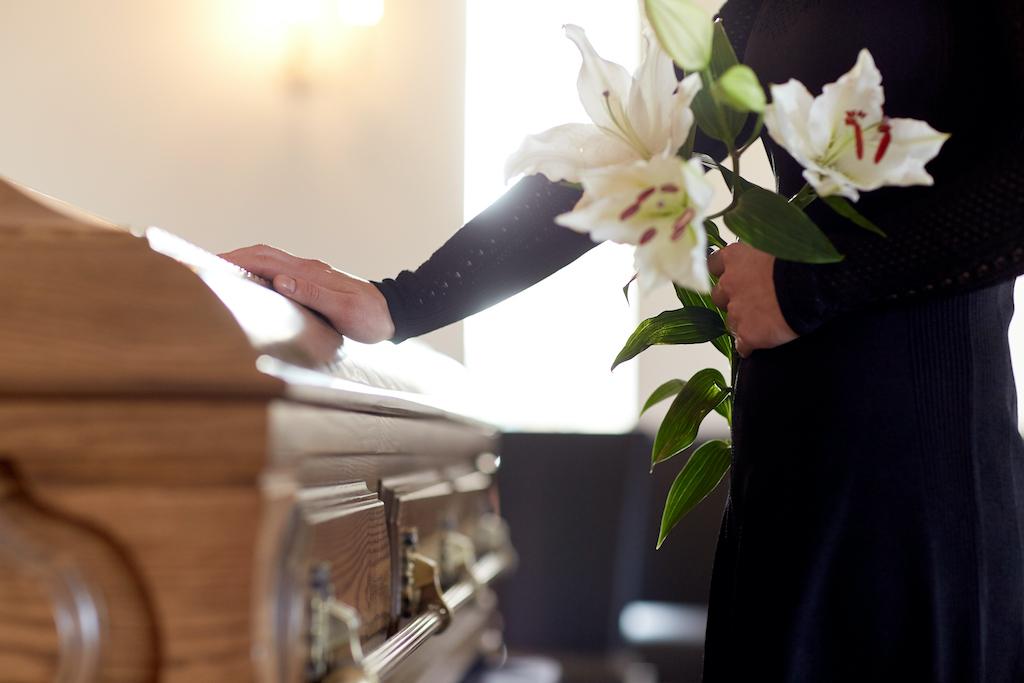 Per mostrare la tua vicinanza verso chi non c'è più, scegli questi fiori per funerale